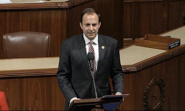 """Nghị sĩ duy nhất đảng Cộng hoà ủng hộ luật cải cách cảnh sát: """"Tôi đã bấm nhầm nút"""" - Ảnh 1"""