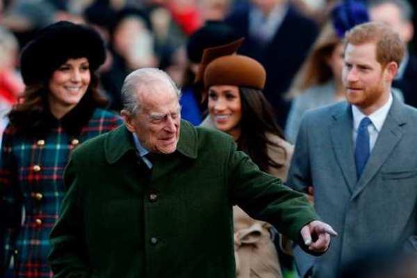 Hoàng tử Harry nói chuyện lại với cha, dự kiến trở về nhà sau cái chết của ông nội - Ảnh 1