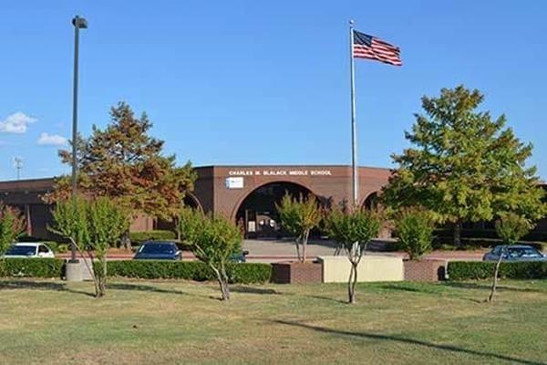 Ba giáo viên Mỹ bị đỉnh chỉ công tác vì câu hỏi lạ trong đề kiểm tra của học sinh lớp 6 - Ảnh 2