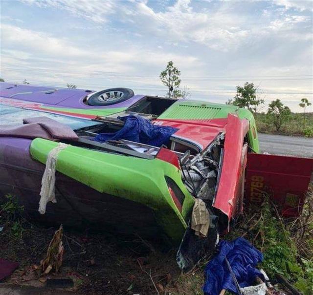 Lật xe khách giường nằm ở Đắk Lắk, hơn 40 người bị thương - Ảnh 3