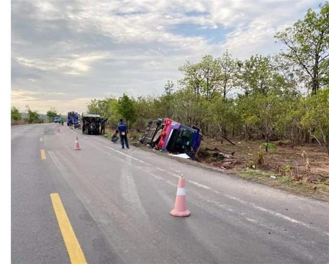 Lật xe khách giường nằm ở Đắk Lắk, hơn 40 người bị thương - Ảnh 1