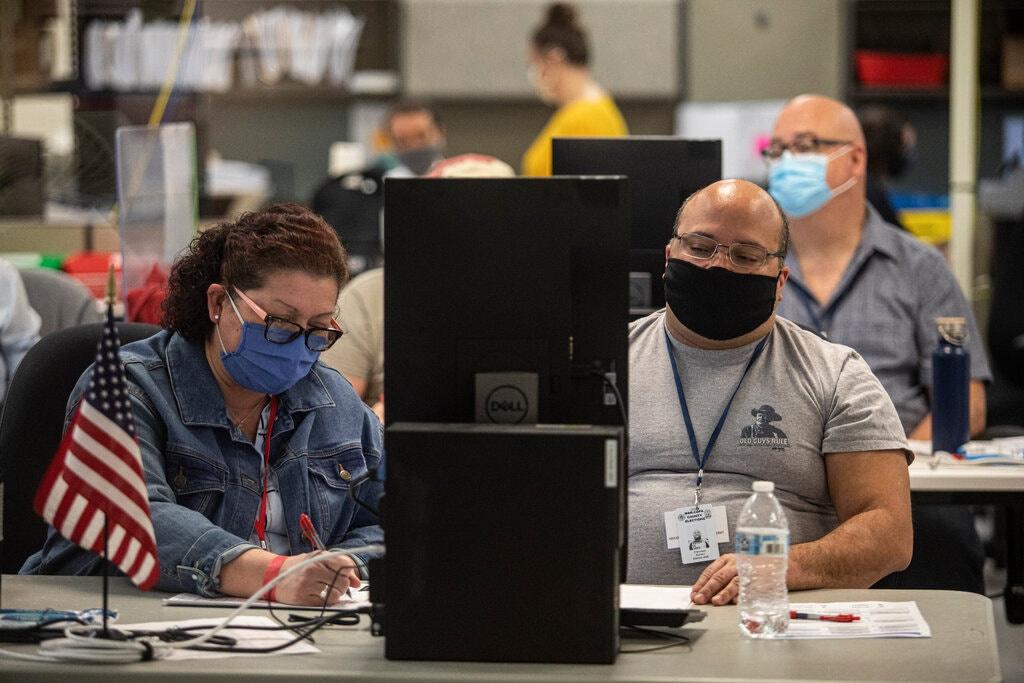 Bầu cử Mỹ 2020 đã qua được nửa năm, vì sao bang Arizona vẫn đang kiểm lại phiếu? - Ảnh 1