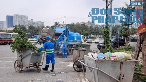 Hà Nội ùn ứ rác thải: Chất cao hơn nóc xe taxi, mùi hôi tanh khiến người sống gần khổ sở - Ảnh 5