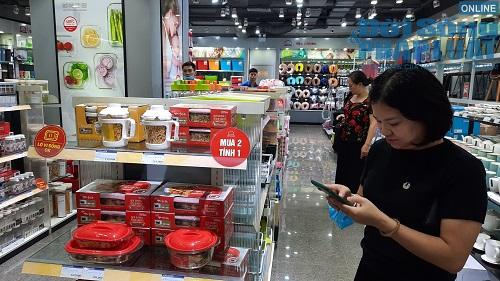 Ngày Black Friday ở Hà Nội: Trầm lắng dù nhiều hàng hiệu giảm giá sâu - Ảnh 9
