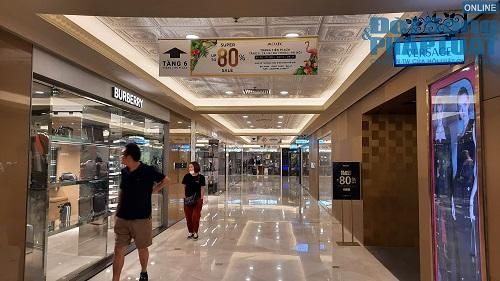 Ngày Black Friday ở Hà Nội: Trầm lắng dù nhiều hàng hiệu giảm giá sâu - Ảnh 5