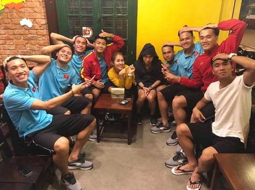 Quán cà phê đình đám được Quang Hải, Đức Chinh góp vốn hoạt động thế nào? - Ảnh 1
