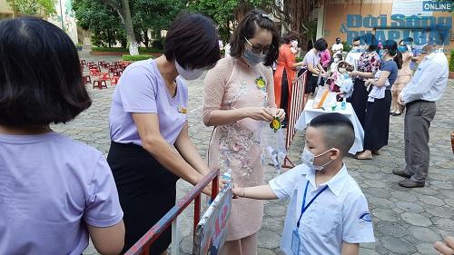 Cận cảnh buổi tựu trường đầu tiên của 207 học sinh ở ngôi trường đặc biệt nhất Thủ đô Hà Nội - Ảnh 5