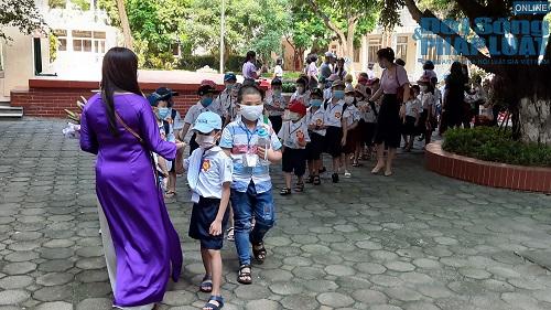 Cận cảnh buổi tựu trường đầu tiên của 207 học sinh ở ngôi trường đặc biệt nhất Thủ đô Hà Nội - Ảnh 9