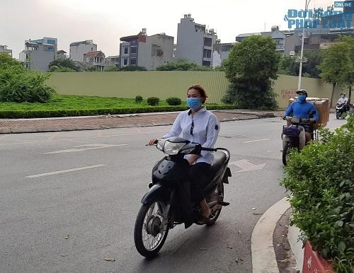 Học sinh Hà Nội bất chấp luật lệ, rong ruổi trên xe máy khắp mọi nẻo đường - Ảnh 3