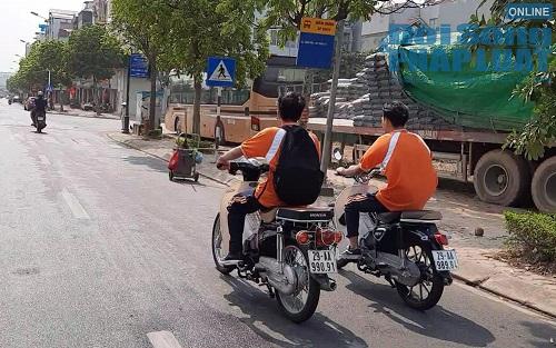 Học sinh Hà Nội bất chấp luật lệ, rong ruổi trên xe máy khắp mọi nẻo đường - Ảnh 5