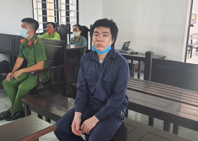Gã đàn ông nhẫn tâm đánh gãy chân con trai 4 tháng tuổi lĩnh hơn 6 năm tù - Ảnh 1