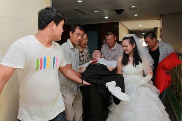 Sự thật phía sau câu chuyện chú rể chỉ nằm im khi chụp ảnh cưới khiến ai cũng bất ngờ - Ảnh 3
