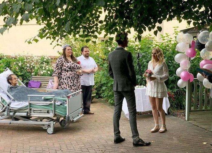 Cặp đôi tổ chức đám cưới trong nhà an dưỡng, biết lý do ai cũng xúc động - Ảnh 2