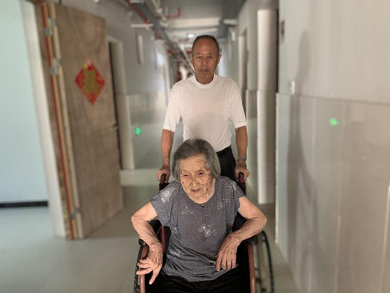 """Cụ ông chưa từng có """"mảnh tình vắt vai"""" kết hôn với cụ bà 96 tuổi khi gặp nhau trong viện dưỡng lão, bất chấp cách biệt 23 tuổi  - Ảnh 5"""