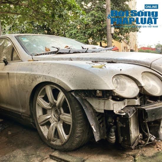 """Hà Nội: Xót xa nhìn Bentley, BMW tiền tỷ bị chủ nhân """"bỏ quên"""", chịu cảnh dầm mưa, dãi nắng - Ảnh 3"""