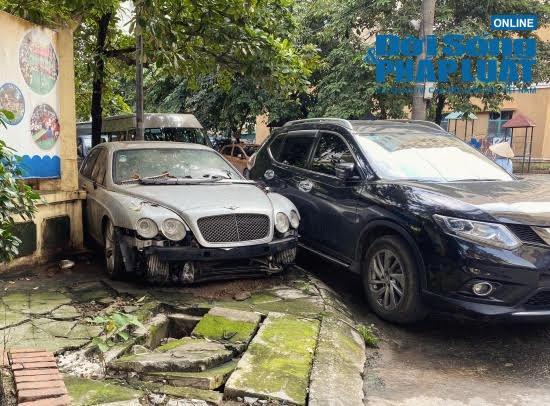 """Hà Nội: Xót xa nhìn Bentley, BMW tiền tỷ bị chủ nhân """"bỏ quên"""", chịu cảnh dầm mưa, dãi nắng - Ảnh 1"""