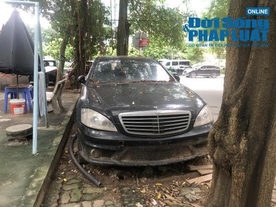 """Hà Nội: Xót xa nhìn Bentley, BMW tiền tỷ bị chủ nhân """"bỏ quên"""", chịu cảnh dầm mưa, dãi nắng - Ảnh 8"""