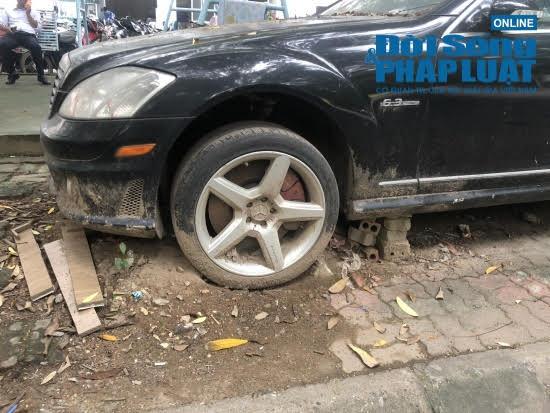 """Hà Nội: Xót xa nhìn Bentley, BMW tiền tỷ bị chủ nhân """"bỏ quên"""", chịu cảnh dầm mưa, dãi nắng - Ảnh 9"""