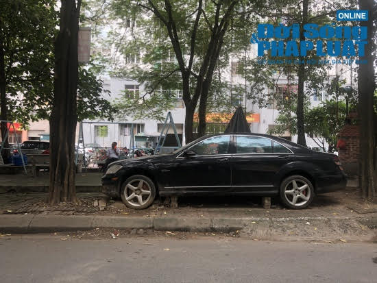 """Hà Nội: Xót xa nhìn Bentley, BMW tiền tỷ bị chủ nhân """"bỏ quên"""", chịu cảnh dầm mưa, dãi nắng - Ảnh 7"""