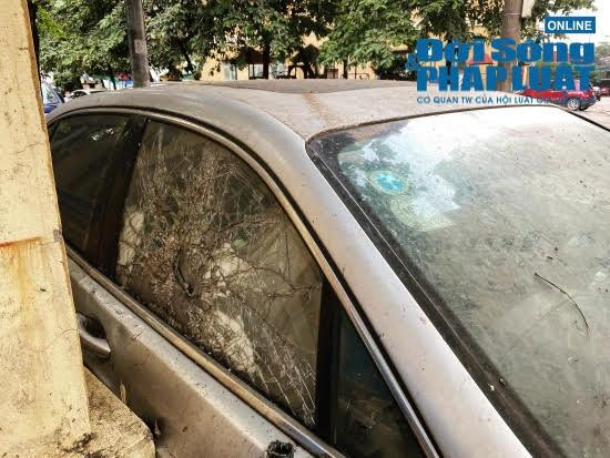 """Hà Nội: Xót xa nhìn Bentley, BMW tiền tỷ bị chủ nhân """"bỏ quên"""", chịu cảnh dầm mưa, dãi nắng - Ảnh 4"""