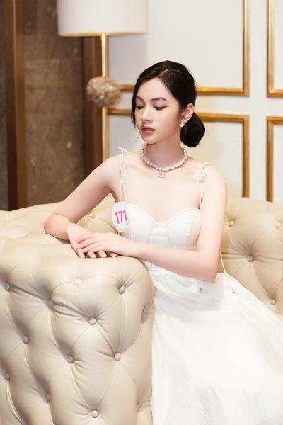 Nhan sắc rực rỡ, ngọt ngào của các thí sinh lọt vòng bán kết Hoa hậu Việt Nam 2020 - Ảnh 4