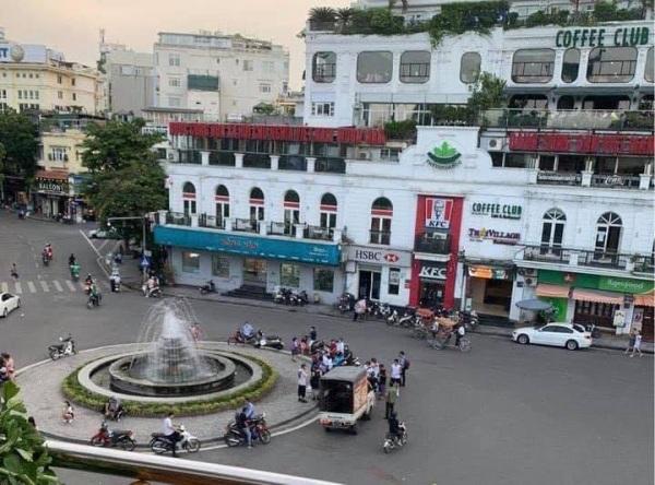 """Chụp ảnh cưới phong cách """"chăn gối"""" giữa phố: Liệu có phù hợp với văn hóa người Việt? - Ảnh 2"""