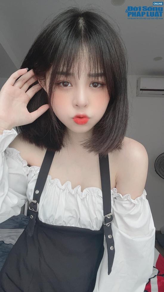 """Ngọc Éng - Nữ TikToker """"hot"""" nhất nhì Việt Nam được ví như búp bê sống, có lượng fan cực khủng - Ảnh 2"""