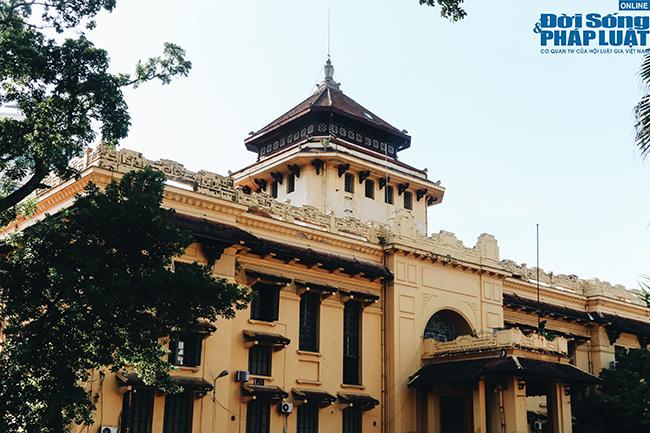 Trường đại học gần 100 năm tuổi cổ kính ở Hà Nội - Ảnh 1