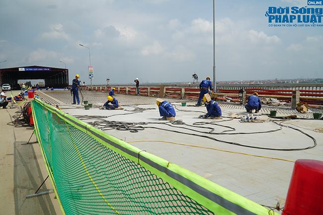 """Những hình ảnh mới nhất của """"đại công trường"""" sửa chữa mặt cầu Thăng Long - Ảnh 2"""
