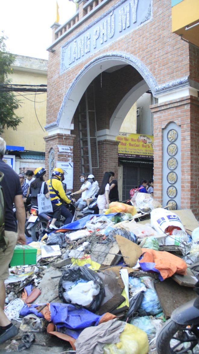 Hà Nội: Công nhân vệ sinh đình công, người dân khốn khổ vì rác thải tràn ngập đường phố - Ảnh 6