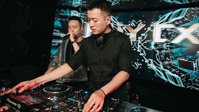 """Nam DJ lộ mánh kiếm cả triệu tiền boa mỗi đêm, đến chuyện bị cả trai lẫn gái """"gạ tình"""" - Ảnh 1"""