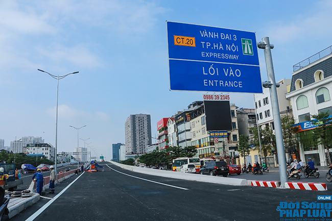 Cận cảnh cầu cạn 5.300 tỷ đồng ở Hà Nội, có làn thiết kế tốc độ lên đến 100km/h trước ngày thông xe - Ảnh 1