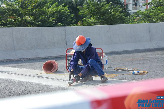 Cận cảnh cầu cạn 5.300 tỷ đồng ở Hà Nội, có làn thiết kế tốc độ lên đến 100km/h trước ngày thông xe - Ảnh 10