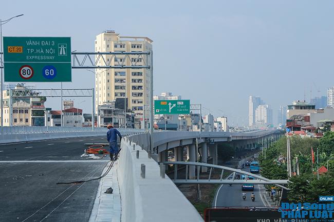 Cận cảnh cầu cạn 5.300 tỷ đồng ở Hà Nội, có làn thiết kế tốc độ lên đến 100km/h trước ngày thông xe - Ảnh 7