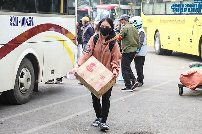 """Đến hẹn lại lên, cửa ngõ Hà Nội và các bến xe """"thất thủ"""" vì người dân quay trở lại sau kỳ nghỉ lễ  - Ảnh 6"""