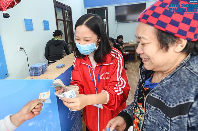 Cận cảnh suất ăn quán cơm giá 2.000 đồng ở Hà Nội: Chút thịt, rau san sẻ âu lo - Ảnh 6