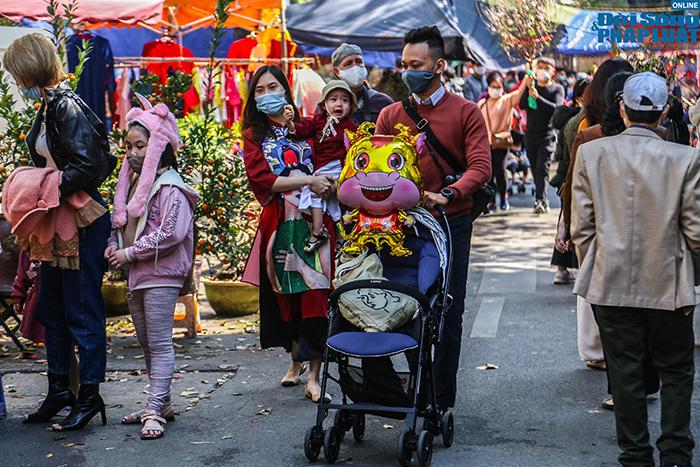 Chợ hoa Hàng Lược chiều 29 Tết: Khách đến xem nườm nượp nhưng ít người mua - Ảnh 10