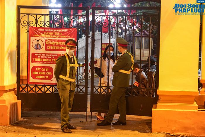 """An ninh thắt chặt """"không một khe hở"""" ở địa điểm bắn pháo hoa duy nhất tại Hà Nội - Ảnh 7"""