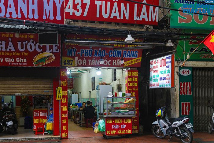 """Hà Nội: Hàng quán """"nháo nhác"""" đóng cửa, thu dọn bàn ghế khi lực lượng chức năng xuất hiện  - Ảnh 2"""