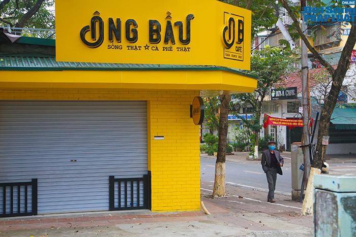 """Hà Nội: Hàng quán """"nháo nhác"""" đóng cửa, thu dọn bàn ghế khi lực lượng chức năng xuất hiện  - Ảnh 12"""