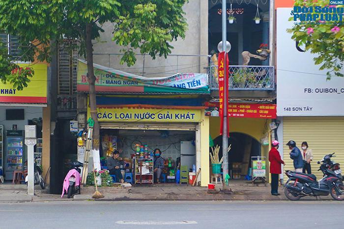 """Hà Nội: Hàng quán """"nháo nhác"""" đóng cửa, thu dọn bàn ghế khi lực lượng chức năng xuất hiện  - Ảnh 5"""