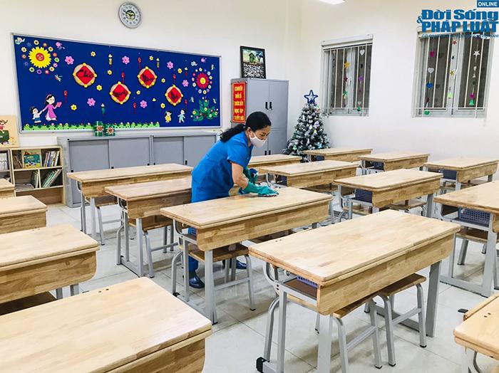 Trường học Hà Nội gấp rút dọn dẹp, chuẩn bị đón học sinh trở lại  - Ảnh 2
