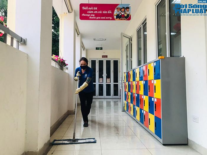 Trường học Hà Nội gấp rút dọn dẹp, chuẩn bị đón học sinh trở lại  - Ảnh 1