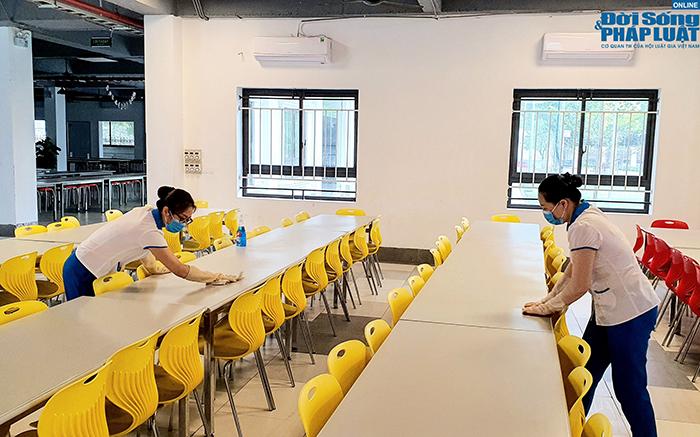 Trường học Hà Nội gấp rút dọn dẹp, chuẩn bị đón học sinh trở lại  - Ảnh 6
