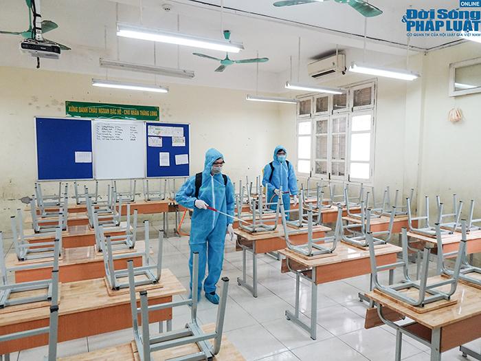 Trường học Hà Nội gấp rút dọn dẹp, chuẩn bị đón học sinh trở lại  - Ảnh 9