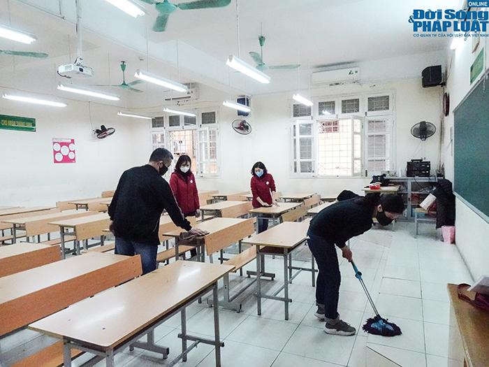 Trường học Hà Nội gấp rút dọn dẹp, chuẩn bị đón học sinh trở lại  - Ảnh 11