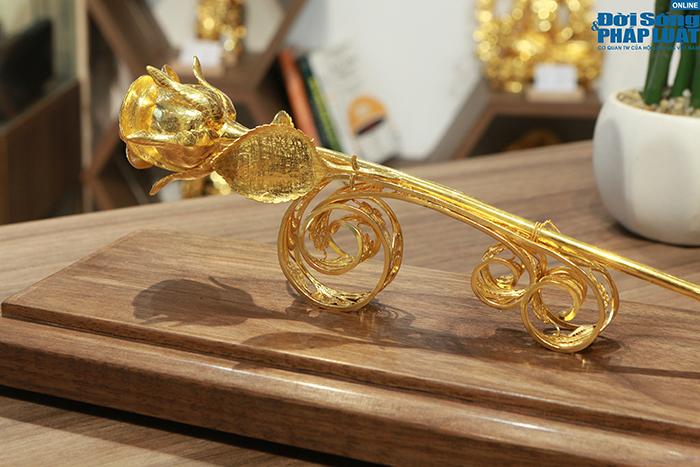 """""""Siêu phẩm"""" hoa hồng vàng 24K giá hơn 300 triệu đồng cho ngày 8/3 đặc biệt thế nào? - Ảnh 3"""