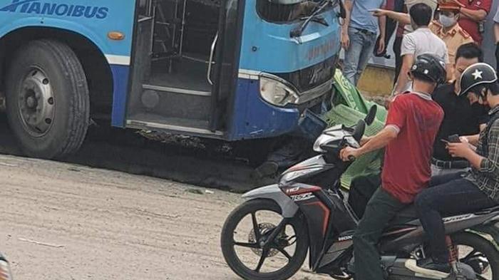 Hà Nội: Xe buýt tông chết người đi bộ trước cổng khu đô thị Ciputra - Ảnh 1