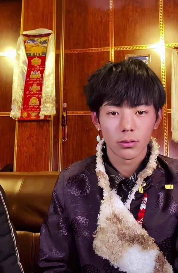 Chàng trai Tây Tạng có vẻ ngoài điển trai như nam thần Hoa ngữ - Ảnh 2