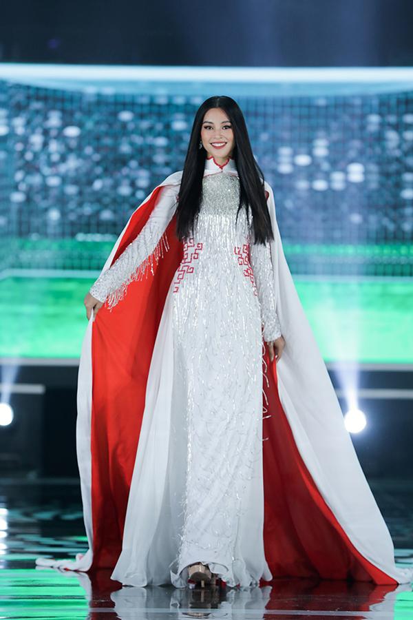 5 Hoa hậu của Thập kỷ hương sắc hội tụ trong phần thi áo dài của Đêm Chung kết  HHVN 2020 - Ảnh 5